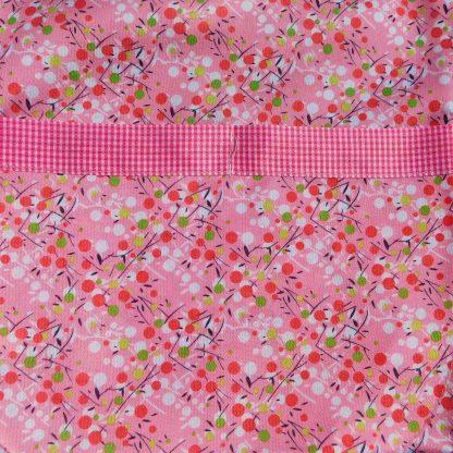 Sort de bucatarie de vara, usor, comod si ieftin cu buzunar,cu flori, floricele, verzi, albe, rosii, multicolore, dimensiuni 76 cm, 71.5 cm