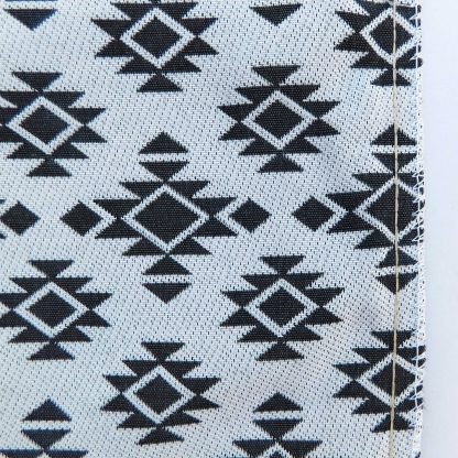 Fete de perna geometric traditional gri alb